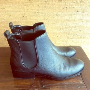 Cole Haan Black Leather Chelsea Booties Size 8